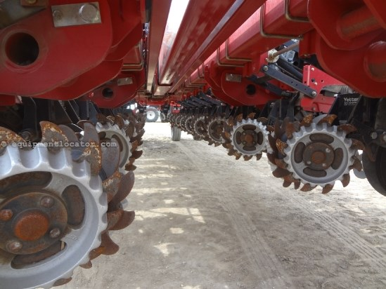 2010 Case IH 1250-24R30, Liquid Fert Tank, Drawbar, PTO Pump Planter For Sale