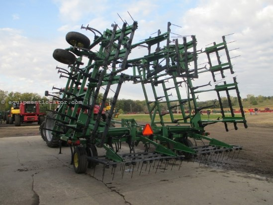 "1998 John Deere 980, 45', 5 section, Coil Tine, 6"" Spacing Field Cultivator For Sale"