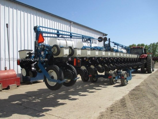 2005 Kinze 3600, 16R30,33R/15,Pivot Trans, Row Unit Hoppers Planter For Sale