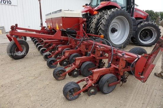 1998 Case IH 955, 12R30, Markers, Trash Wheels, Vert Fold, Bulk Planter For Sale