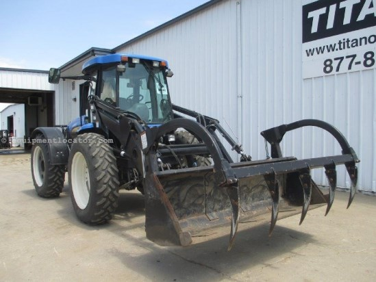 2010 New Holland TV6070, 1221 Hrs, F&R Remotes & PTOS, 3 Pt, Loader Tractor For Sale