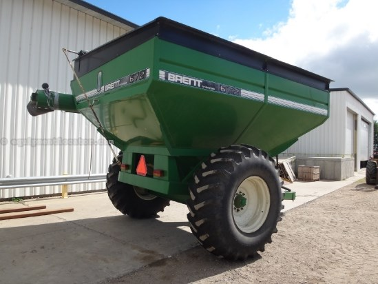 "1995 Brent 672 - 650 bu, Tarp, 1000 pto, 14"" auger Grain Cart For Sale"