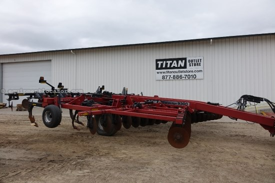 2002 Case IH 9300, 22 Ft, SPRING CUSHION GANGS, 9 SHANK,  Disk Ripper For Sale