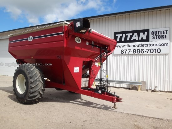 J & M 750-16 - 750 bu, 16 in auger, Tarp Grain Cart For Sale