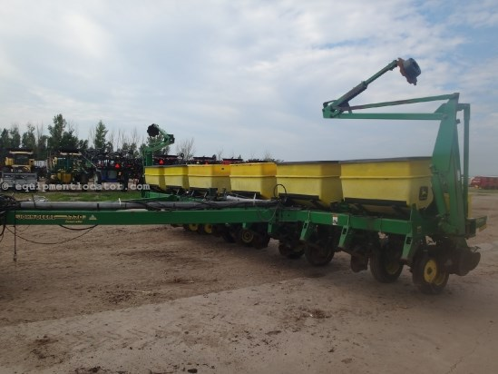 1998 John Deere 1770-12R30, Dry Fert, Markers, Row Clutches Planter For Sale