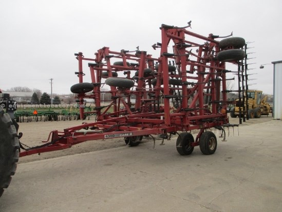 1997 Case IH 4300, 48', 87 Shanks, 5 Section, 3 Bar Harrow Field Cultivator For Sale
