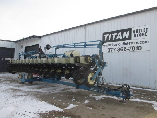 1995 Kinze 2600, 16R30, Finger Metering, On Row Seed Hopper Planter For Sale
