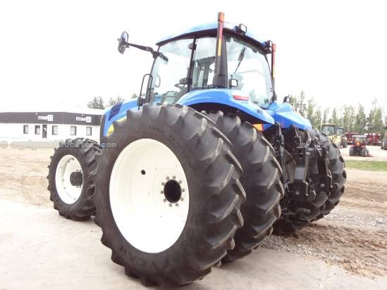 2010 New Holland T8020 - 1040 hrs, Full AutoSteer, 520R46, Hi Flow Tractor For Sale