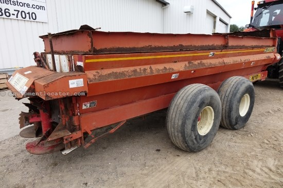 Meyer V-MAX 3954 - End Gate, Auger Bed Unloaders Manure Spreader-Dry/Pull Type For Sale