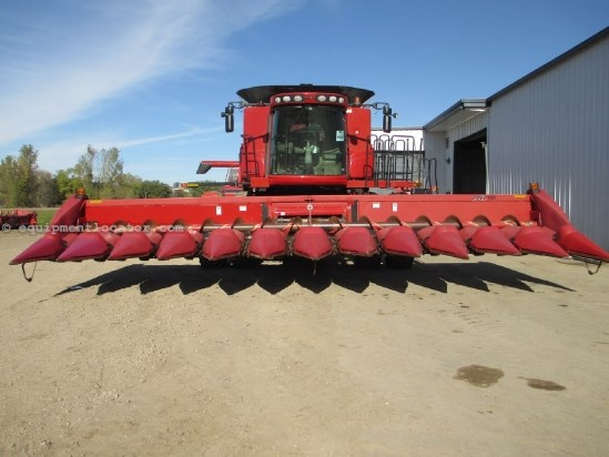 2003 Case IH 2412, 12R30, HHC, Fits 7010/7088/8010 Header-Corn For Sale