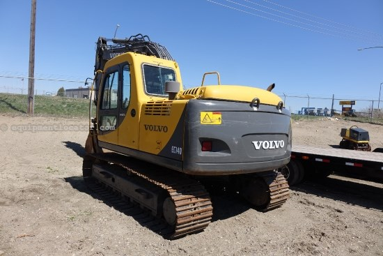 2000 Volvo 140LC, Cab/Air, Hyd Thumb Excavator-Track For Sale