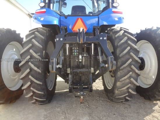 2012 New Holland T8330 - 565 hrs, Hi Flow, Full AutoSteer Tractor For Sale