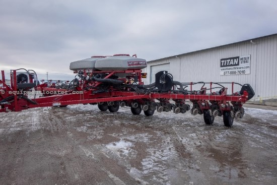 2011 Case IH 1250, 16R30, Drawbar, Hyd Drive, Trash Wheels Planter For Sale