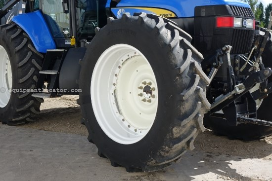 2009 New Holland TV6070,2521 Hr,F&R PTO,3pt,3 Remotes,Hyd Trans  Tractor For Sale