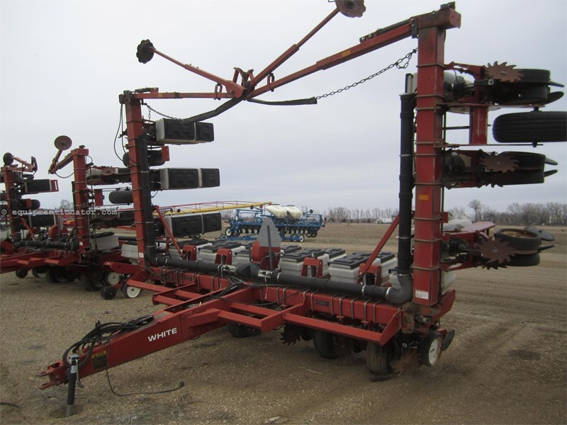 1996 White 6100 Planter For Sale At Equipmentlocator Com