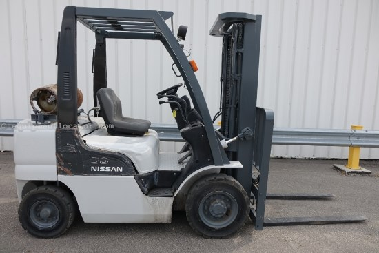 Nissan MPL02A25, 5000 Lbs Capacity, 3 Stage Mast Lift Truck/Fork Lift-Rough Terrain For Sale