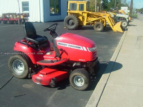 Riding Mower For Sale:  2006 Massey Ferguson 2927