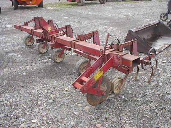 Row Crop Cultivator For Sale:  International 4ROW