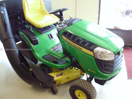 Riding Mower For Sale:  2011 John Deere D140