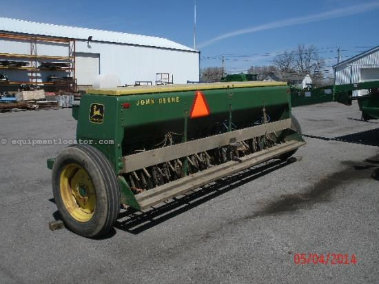 Drill For Sale:  John Deere 8000