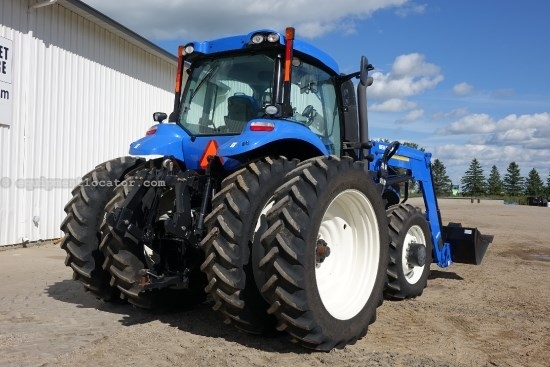 2012 New Holland T8300 - 389 hrs, 885TL Loader, AutoSteer, 360 HID Tractor For Sale