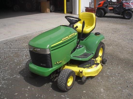 Riding Mower For Sale:  1999 John Deere LX277