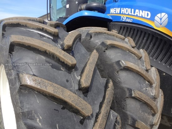 2012 New Holland T9560 - 304 hrs, Autosteer, 710R42 Dls, 360 HIDs  Tractor For Sale