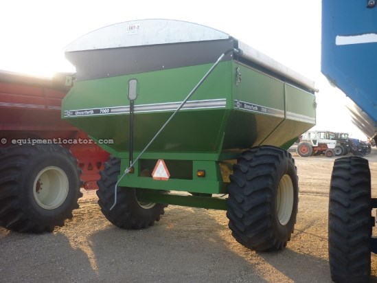 Unverferth 7000 - 715 bu, Tarp, 30.5R32, 1000 pto, Lights Grain Cart For Sale
