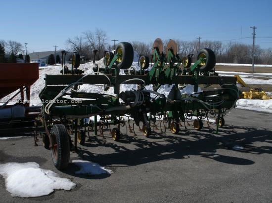 Field Cultivator For Sale:  1999 John Deere 845