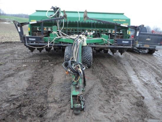 Drill For Sale:  John Deere 1590