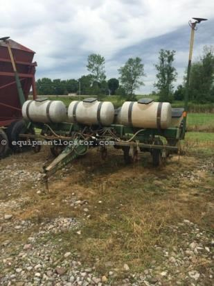 Planter For Sale:  John Deere 7000