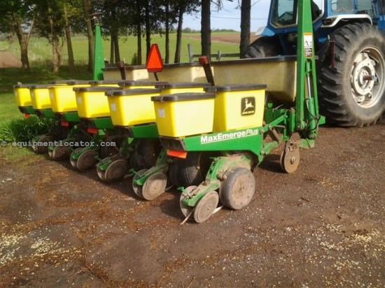 Planter For Sale:  John Deere 1750