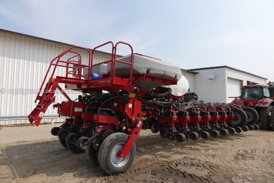 2011 Case IH 1250, 24R30, LIQUID FERT, 4,000LBS. PER WING, 2 PT Planter For Sale
