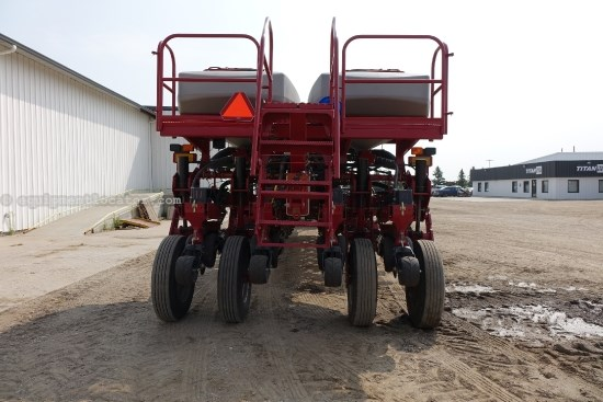 2011 Case IH 1250, 24R30, LIQUID FERT, 4,000LBS. PER WING, 2 PT Planter For Sale