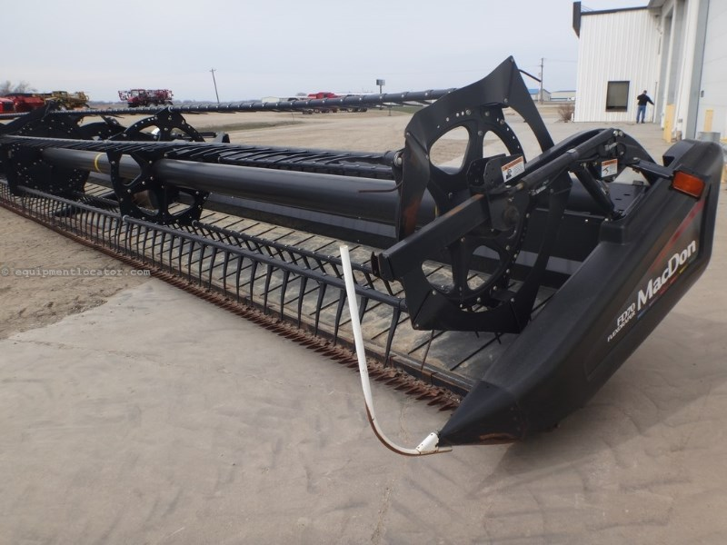 2010 MacDon FD70, 8010/8120/8230/9230, 45', Dual Knife,Contour Header-Draper For Sale