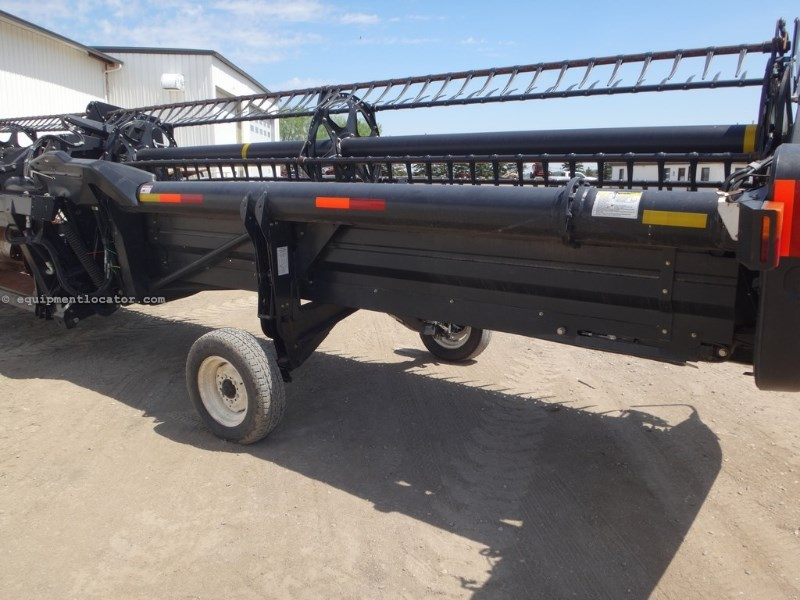 2008 MacDon FD70, 40', Dual Knife, Poly, Contour Header-Draper For Sale