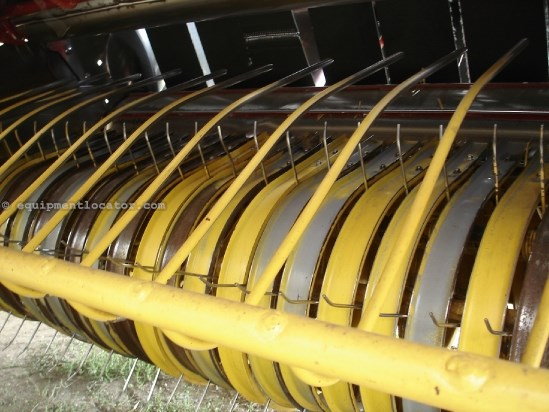 2010 New Holland BR7090, 9557 Bales, Net & Twine, 1000 PTO, Kicker Baler For Sale