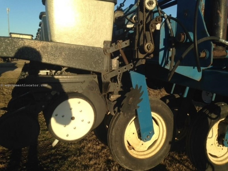 Kinze 2700, 24R30, Mech Meter, Markers, Whippers Planter For Sale