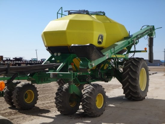 "2004 John Deere 1820, 60', 350 Tow Behind Tank, 7.5"" Spacing Air Drill For Sale"