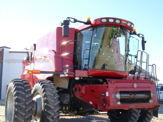 2008 Case IH 7010, 1808 Sep Hr, HD Axle, FT, Dlx Cab Combine For Sale