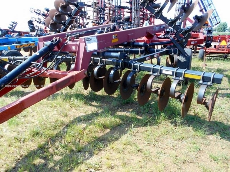 "2011 Case IH 870, 18"", Hyd Sec Fld, Coil Tine Harrows, 9 Shank Rippers For Sale"