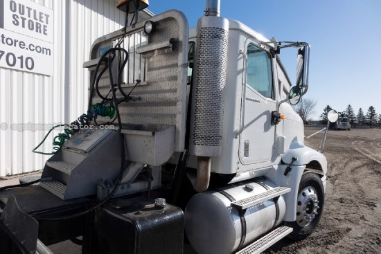 2005 International 9400, 435 HP, Cummins, 10 Spd, Cruise, Air Ride Misc. Truck For Sale