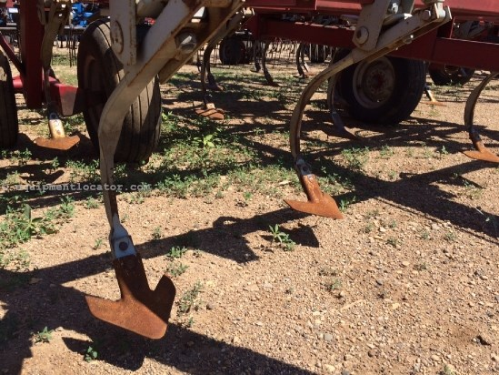 """Wil-Rich 3400, 32', 3 Sec, Coil Tine, Sweeps, 7"""" Spacing Field Cultivator For Sale"""