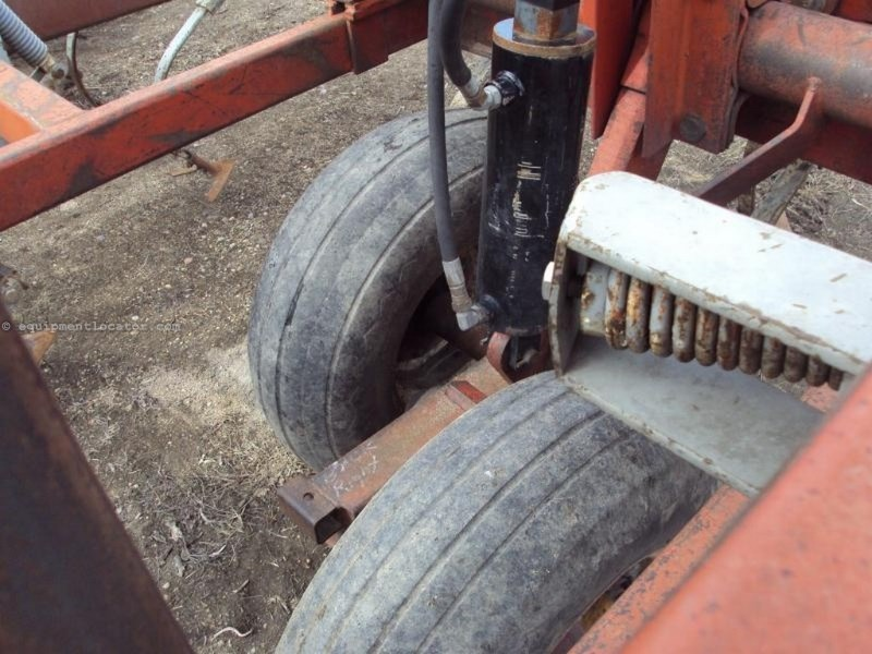 """Wil-Rich 3400, 54', 5 Sec, Sweeps, 7"""" Spacing Field Cultivator For Sale"""