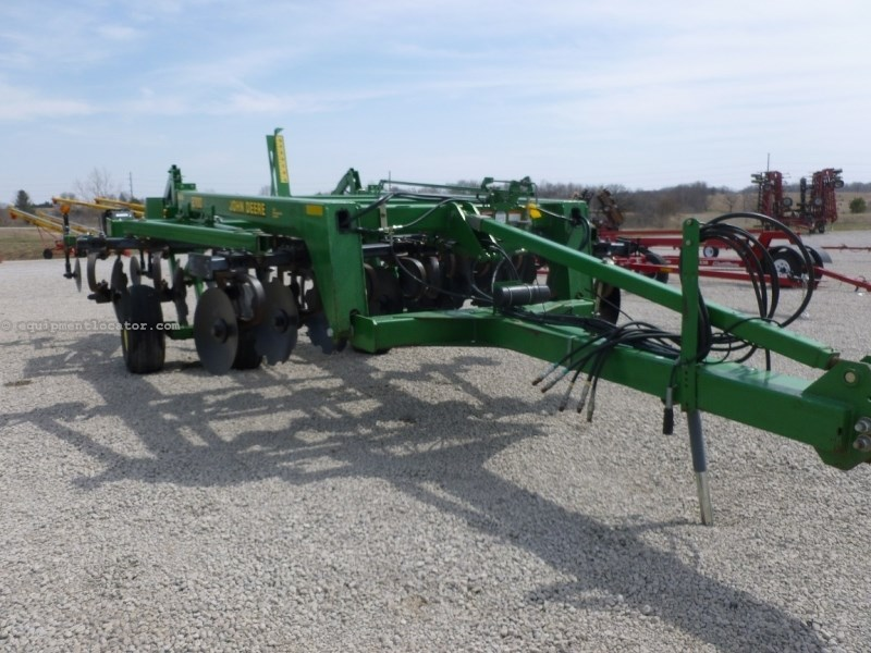2001 John Deere 2700, 14', 5 Shank, Cush Gang, Disc Leveler Rippers For Sale