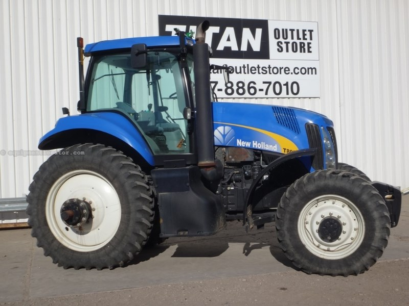 2008 New Holland T8010, 1253 Hr, 3 Rem,Wts, 1000 PTO Tractor For Sale
