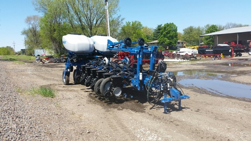 2014 Kinze 4900 16r30 3 Pt Vac Meter Markers Planter For Sale