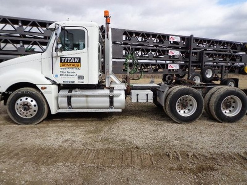 2006 Freightliner Columbia, Conventional Day Cab, w/Headache Rack Tractor Truck For Sale