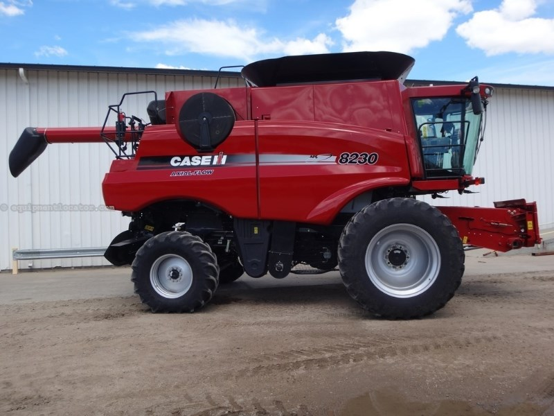 2013 Case IH 8230, 760 Sep, RWA, FT,RT,Lux Cab, Adj Rear Axle   Combine For Sale