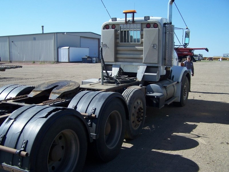 2004 Kenworth T800 Day Cab Triple Axle Tractor Truck For Sale